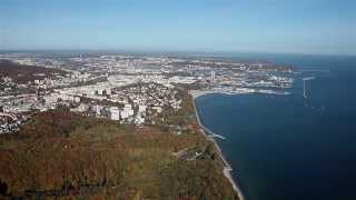 preview picture of video '13.10.19 +AEROclip - Gdynia - centrum handlowe Riviera w kontekście miasta jesienią'