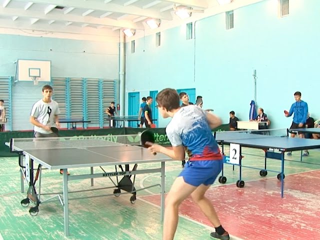 Студенты сразились в теннис