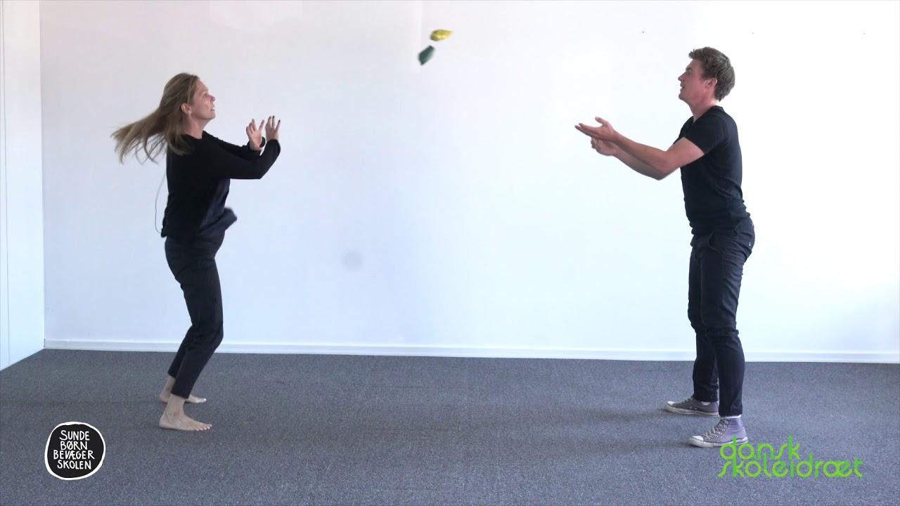 10.5 - Kast med to bolde