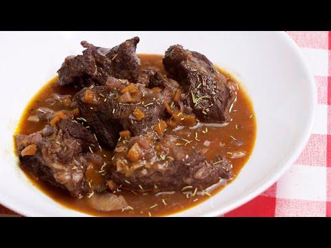 Carne guisada en salsa de vino tinto