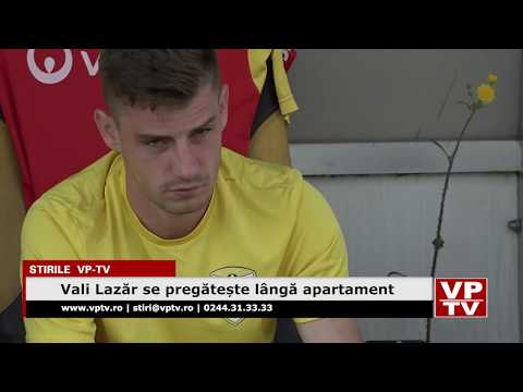 Vali Lazăr se pregătește lângă apartament