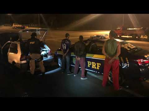 PRF prende criminoso na Régis Bittencourt conduzindo veículo furtado