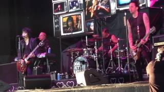 Joan Jett - Toronto - July 11, 2017 - Victim of Circumstance, Cherry Bomb & Do You Wanna Touch