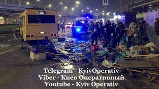 В Киеве автобус въехал в продуктовый киоск: есть жертвы. ВИДЕО