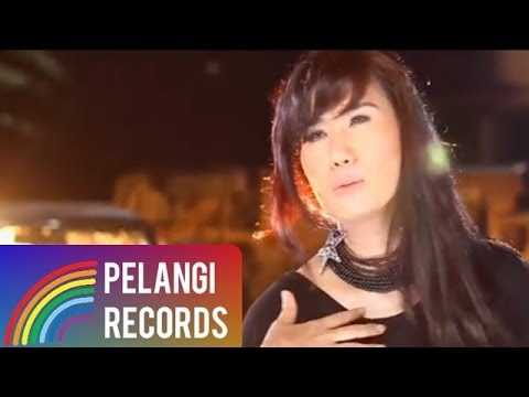 Pop - Nicky Astria - Carry On (Official Music Video)