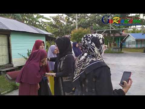 VIDEO: Komunitas Ummu Aisyah Serahkan Bantuan Wakaf Alquran ke Ponpes Darul Fikri dan Raudhatul Quran