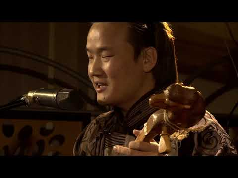 Altaï - chant traditionnel mongol<br /> Mandaakhai Daansuren morin khuur, Michel Deneuve cristal Baschet<br /> RecitHall, captation : Morgane Danan