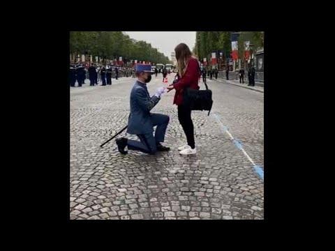 Γαλλία: Πρόταση γάμου στην στρατιωτική παρέλαση