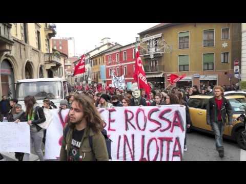 Lavoratori e studenti sfilano in corteo a Varese