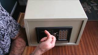 [115] Tutorial - Noble Electronic Digital Safe with comedy wafer lock