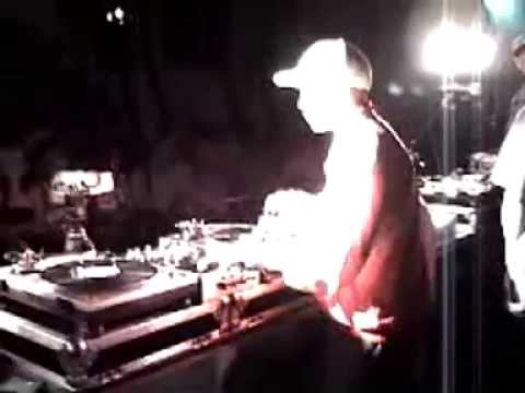 Dj Qbert LIVE@WMC in South Beach, FL (i took this vid wit my cell ph n thats me n Q cheezn@the ending:)