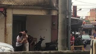 Thanh niên Đài Loan đánh nhau đánh cả vợ