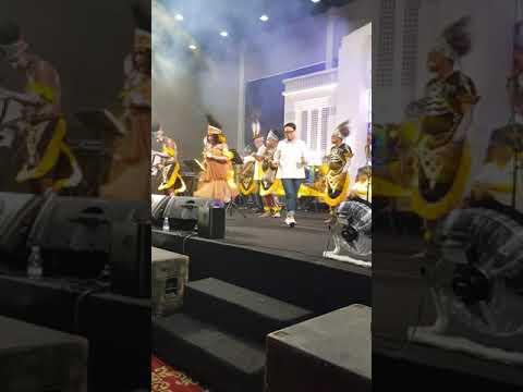 ketika menteri kabinet berjoget berdendang #happy#musik#papua