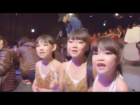 へそ出しパレオでセクシーキッズダンス(小学生低学年) hot belly dance by 7-year-old girls