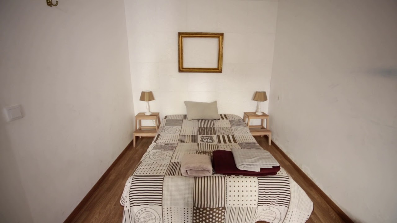 Double bed in Bright rooms to rent in 3-bedroom apartment with terrace in beautiful Estrela