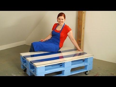 ein tisch aus paletten eine anleitung. Black Bedroom Furniture Sets. Home Design Ideas
