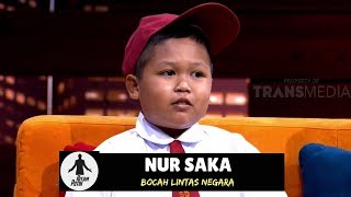 HITAM PUTIH, 19 September 2018 -------------------------- Nur Saka adalah bocah SD yang tinggal di Tebedu, Serawak, Malaysia, namun sekolah di Entikong, Kalbar, Indonesia. Setiap hari bocah berusia 8 tahun harus melintasi dua negara, yaitu Malaysia dan Indonesia untuk berangkat ke sekolah. ---------------------------------- HITAM PUTIH TAYANG SETIAP HARI SENIN - JUM'AT  PUKUL 18.00 WIB =================================== SUBSCRIBE Trans7 Official Youtube Channel:  https://www.youtube.com/TRANS7indonesia     =================================== WEBSITE - http://www.trans7.co.id/ TWITTER - https://twitter.com/TRANS7 FACEBOOK - https://id-id.facebook.com/OfficialTrans7 INSTAGRAM - https://instagram.com/officialtrans7  #HitamPutih #TalkShow
