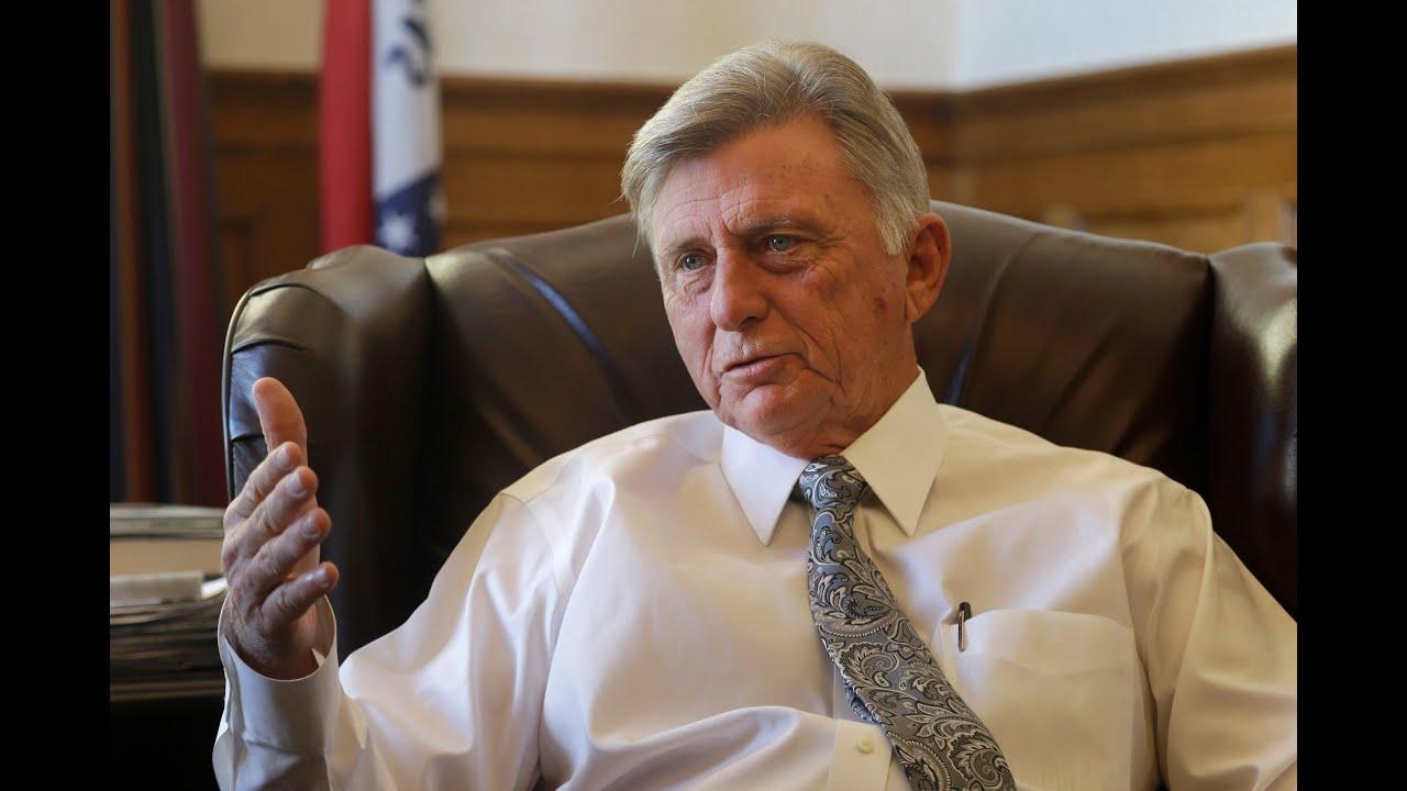 Neutral Pardon Or Nepotism? Arkansas Governor Pardons Son thumbnail
