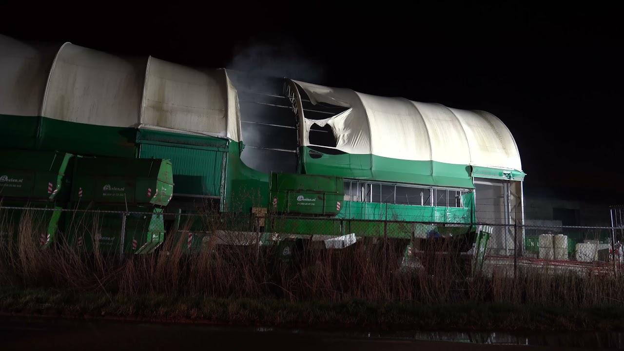 Heerhugowaard: Grote brand in loods van van Beelen aan de Overtoom