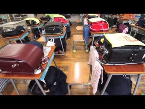 中央区城東小学校の月例避難訓練 一年生'帰りの会'最中の地震速報から校庭避難