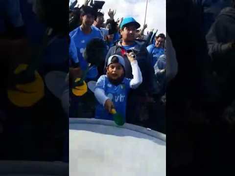 """""""niño del ohi tocando bombo"""" Barra: Trinchera Celeste • Club: O'Higgins"""