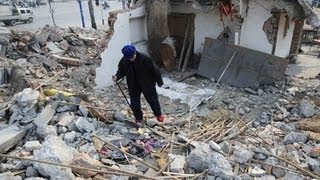 preview picture of video '87-year-old woman with Coffin cries upon helpless debris house after developer's violent demolition'