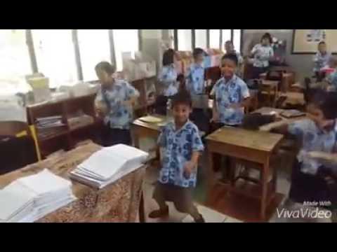ครูพาเด็กนักเรียนเต้น T26