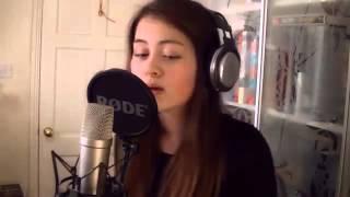 Смотреть онлайн У симпатичной девушки лучший голос и вокал