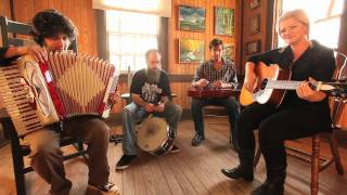I Hear You Hummin - Acoustic - Go-Go Boots - Drive-By Truckers