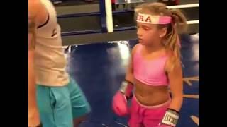 «Я желаю тебе удачи в бою с шакалом»  9 летняя девочка боксер поддержала Ломаченко   Телевизор   Бло