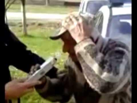 Betrunkener Serbe bei der Alkoholkontrolle