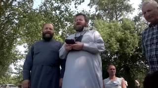 Отец Олег Стеняев поет в Крестном Ходу