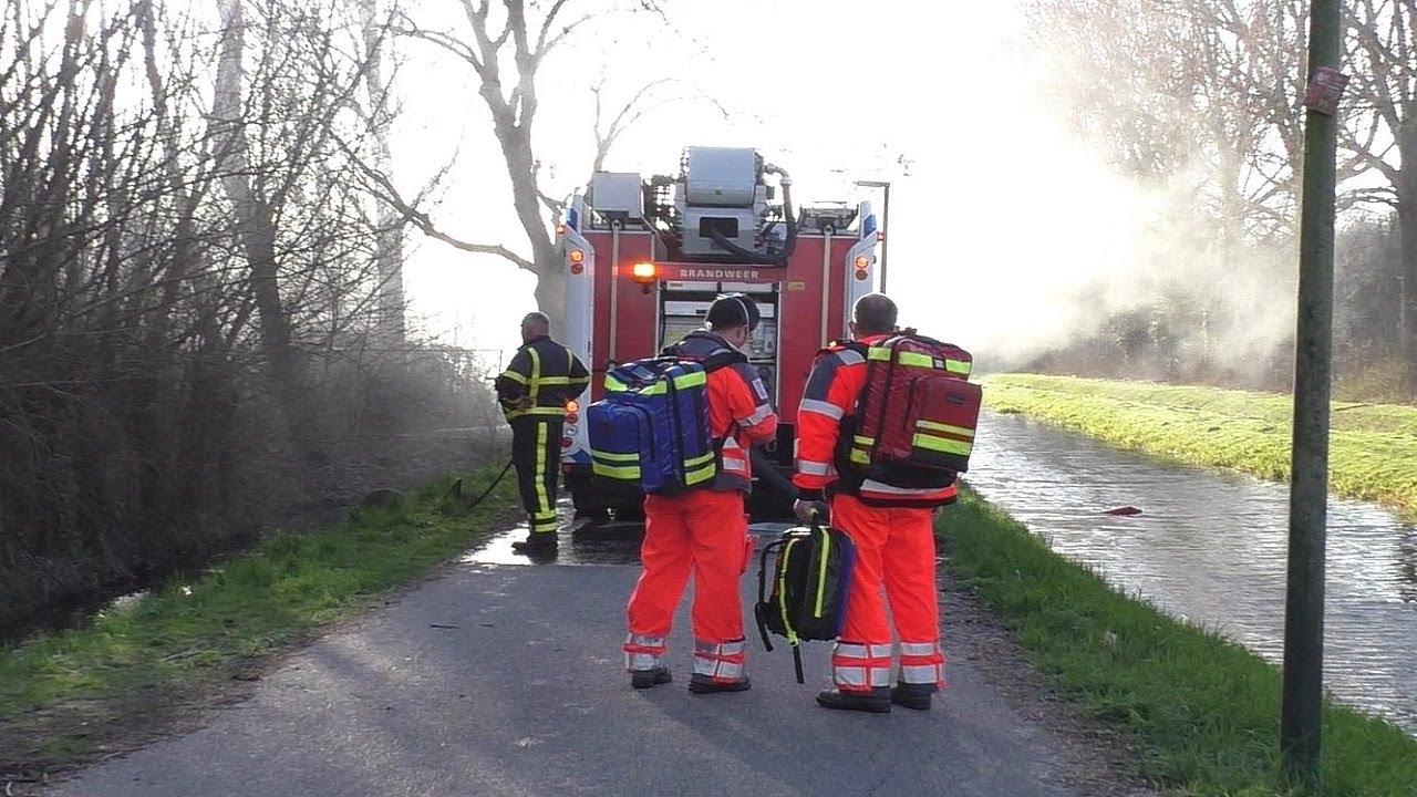 Grote brand legt rietenkap woning volledig in de as aan de Kilweg in Dordrecht