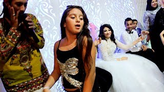 طفلة تخطف الأنظار من العروسة ولعت الفرح وجننت الشباب برقصها غلبت صافينار!- belly Dance تحميل MP3