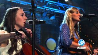 """Crowder Performs """"Go Tell It On The Mountain"""""""