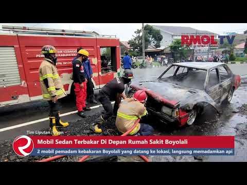 Detik detik Mobil Sedan Terbakar Di Depan Rumah Sakit Boyolali