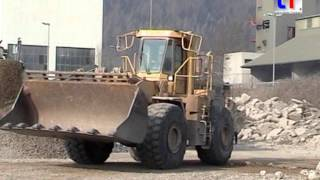 preview picture of video 'Caterpillar 980F Load & Carry / Abbruch Waldshut-Tiengen, Germany, 04.03.2005'