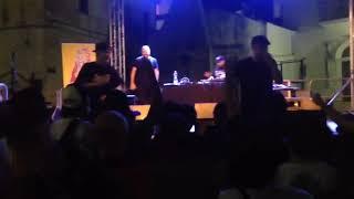 Freestyle improvvisato con oggetti dati dal pubblico @Live Don Diegoh-Kiave beat Dj Argento