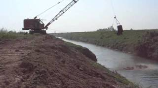 Old O&K R7 Dragline Cleaning River Bank - Italy 2011