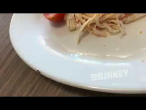 Видеофакт: В одном из ресторанов Якутска посетительнице подали блюдо с тараканом