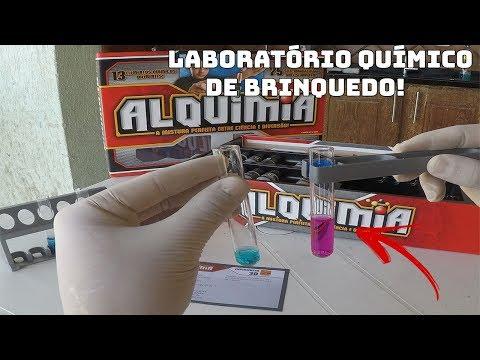 FAZENDO EXPERIÊNCIAS COM O LABORATÓRIO QUÍMICO DE BRINQUEDO!