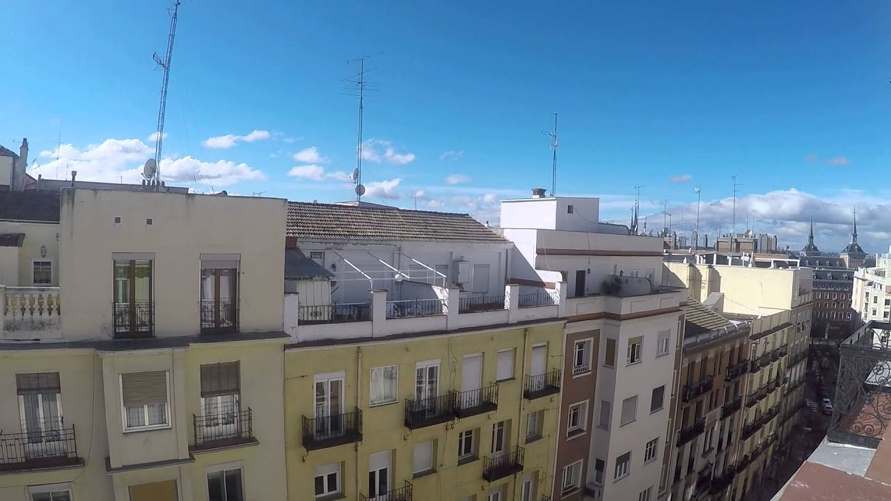 Luminous room with built-in wardrobe in shared apartment, Moncloa