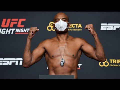 La pesée de l'UFC Vegas 12: Hall vs Silva