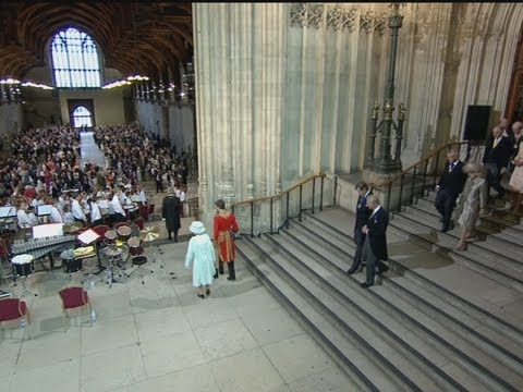 Royal trumpet fanfare as the queen and her family arrive at westminster hall for lunch mp3