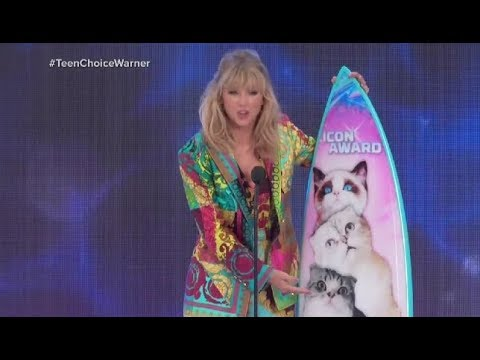 Taylor Swift announces new song 'Lover' while accepting the Icon award