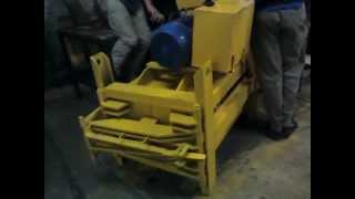 preview picture of video 'Prensa Compactadora de plastico en funcionamiento'