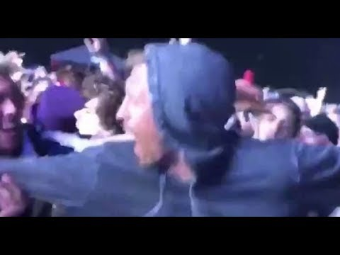 Peter Crouch spotted in the mosh pit at Isle of Wight Festival - Daily News