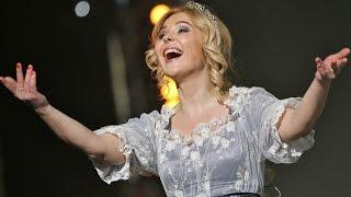 Пелагея!Веселая,позитивная!Её песни затрагивают душу!