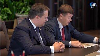 Андрей Никитин вручил президенту компании «Транснефть» почетный знак