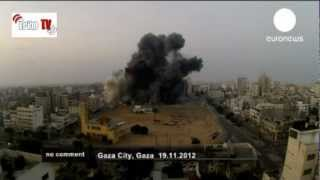 preview picture of video 'Gaza - Continuano i bombardamenti Israeliani e la strage di civili'